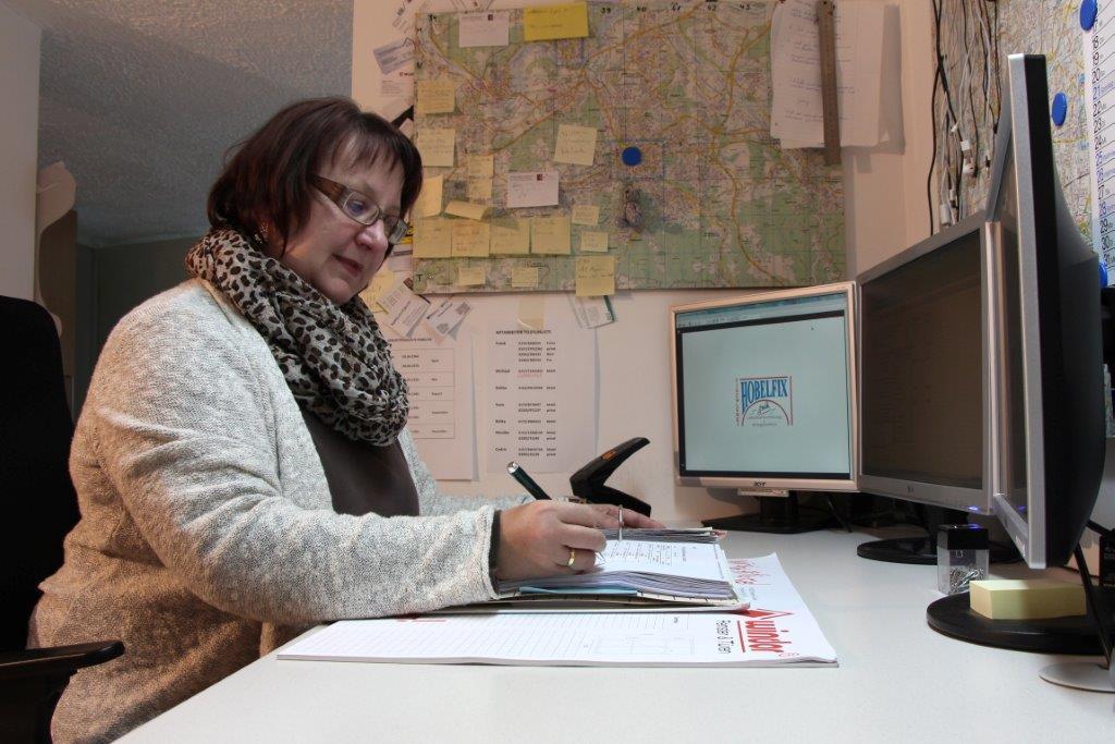 Frau Monika Koch, Bürokraft